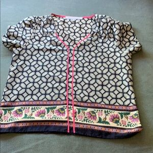 Super cute shirt! Paisley print.